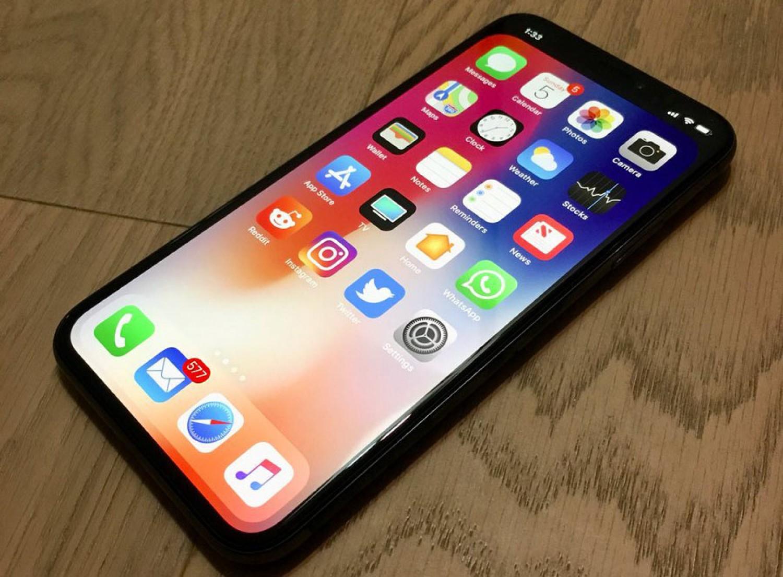 محللون يتوقعون ارتفاع مبيعات هواتف أيفون بنسبة 2٪ هذا الربع